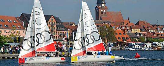 Segel-Action im Warener Stadthafen